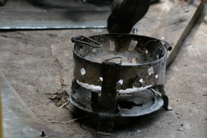 A stove made by Philipo. Photo by Dr. Catherine Hobaiter.
